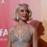 Singer Zara Larsson poses for photographers upon arrival at the amfAR charity dinner during fashion week in Milan, Italy, Saturday, Sept. 22, 2018. (AP Photo/Antonio Calanni)                       (Foto: Antonio Calanni)