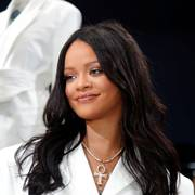 Pop superstar Rihanna poses in a pop-up store to present her first collection with LVMH for the new label, Fenty, which includes ready-to-wear and accessories, such as shoes, sunglasses and jewellery, Paris, France May 22, 2019. Picture taken May 22, 2019.    REUTERS/Charles Platiau                      (Foto: CHARLES PLATIAU)