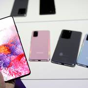 Samsung Galaxy S20 phones are displayed at the Unpacked 2020 event in San Francisco, Tuesday, Feb. 11, 2020. (AP Photo/Jeff Chiu)                       (Foto: Jeff Chiu)