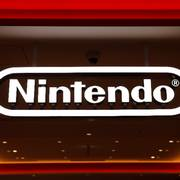 In this Jan. 23, 2020, photo, a Nintendo sign is seen at the company's official store in the Shibuya district of Tokyo, Thursday, Jan. 23, 2020. Japanese video-game maker Nintendo Co. has scored a 33% jump in annual profit as people stuck at home during the coronavirus pandemic turn to playing games. (AP Photo/Jae C. Hong)                      (Foto: Jae C. Hong)