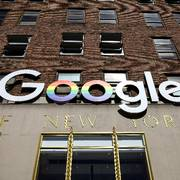 FILE PHOTO: The Google logo is displayed outside the company offices in New York, U.S., June 4, 2019. REUTERS/Brendan McDermid/File Photo                      (Foto: Brendan McDermid)
