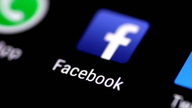 FILE PHOTO: The Facebook application is seen on a phone screen August 3, 2017.   REUTERS/Thomas White/File Photo                      (Foto: THOMAS WHITE)
