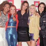 se stoff fra uriks 9/7-97 ILE- The all-girl British pop phenomenon The Spice Girls, featuring from left: Mel B, Geri, Victoria, Emma and Mel C, in this file photo dated Oct.22, 1996, who are hot favourites Monday November 11, 1996, to take this year's coveted pop chart Christmas Number One slot. The feisty fivesome singing girl band are currently standing at 4-to-6 in the betting stakes to take the Christmas top slot and to threaten the supremacy of chart topping boy-bands such as, Backstreet Boys,  Boyzone and East 17. (AP Photo/Mike Stephens) *UK OUT*  NTB kultur                      (Foto: MIKE STEPHENS)