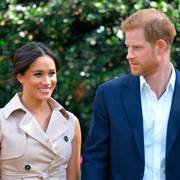 FILE - In this Oct. 2, 2019, file photo, Britain's Prince Harry and Meghan Markle appear at the Creative Industries and Business Reception at the British High Commissioner's residence in Johannesburg. Their first Netflix series will center on the Invictus Games, which gives sick and injured military personnel and veterans the opportunity to compete in sports. The Duke and Duchess of Sussexs Archewell Productions announced Tuesday its first series to hit the streaming service. (Dominic Lipinski/Pool via AP, File)                      (Foto: Dominic Lipinski)