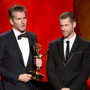 David Benioff og D.B. Weiss da de mottok en Emmy for HBO-serien «Game of Thrones» i 2015.                       (Foto: Phil McCarten / Invision / AP / NTB scanpix)